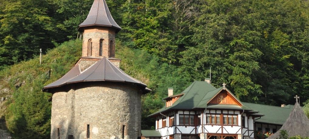Mănăstirea Prislop este un loc important de pelerinaj din România